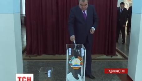 У Таджикистані змінили конституцію
