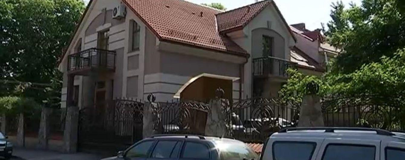 У Львові від гранати постраждав будинок екс-депутата