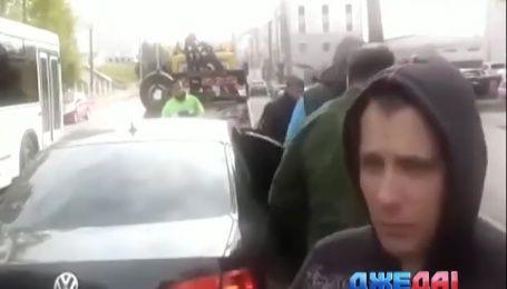 Как российские полицейские своего коллегу задержали пьяным за рулем
