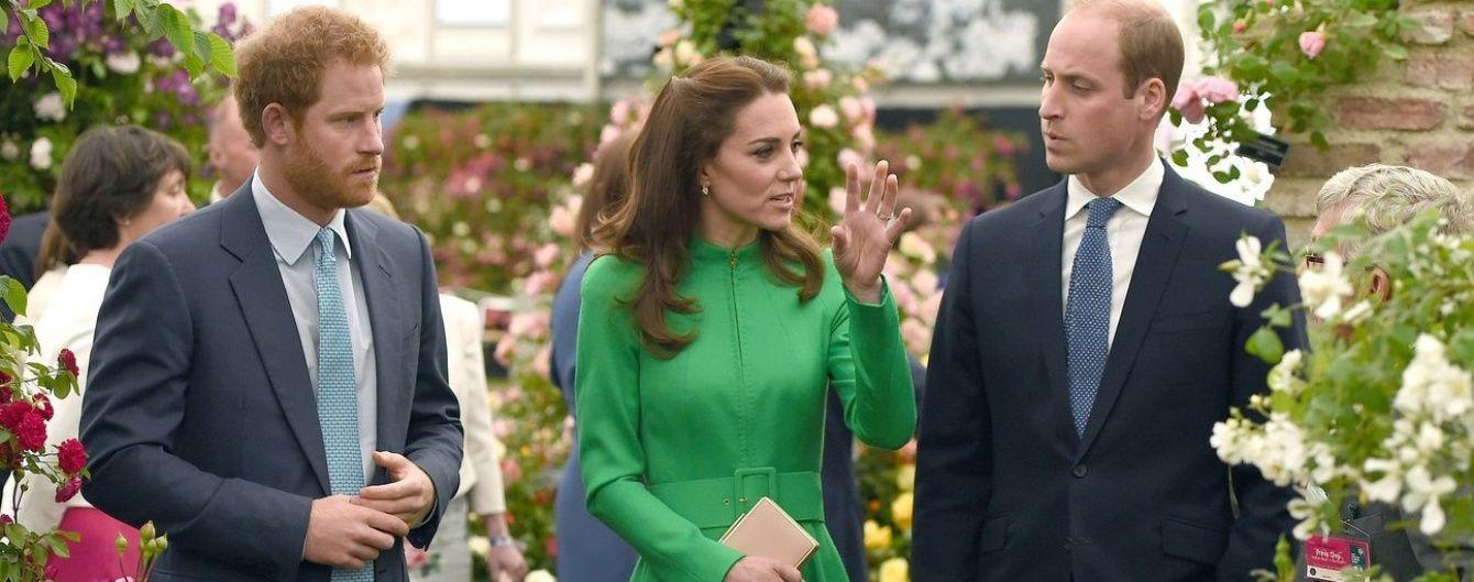 Яркий образ герцогини Кейт: Кембриджи на цветочной выставке