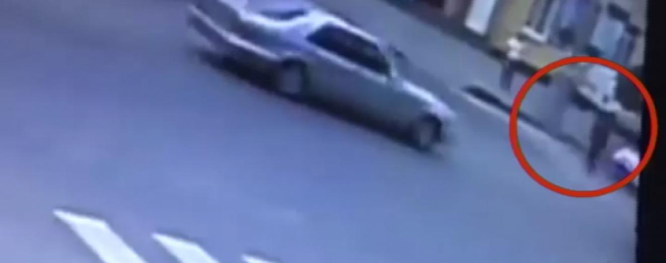 В Виннице автомобиль патрульной полиции сбил девушку на переходе