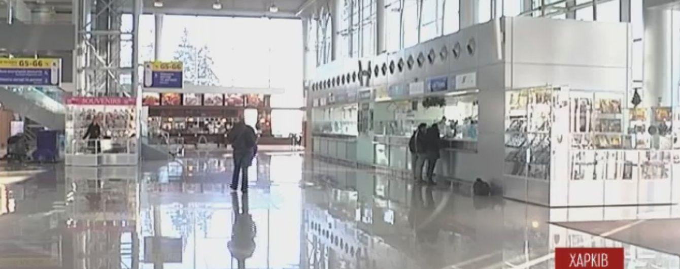 """У Харкові шукають телефонного терориста, який """"замінував"""" літак"""