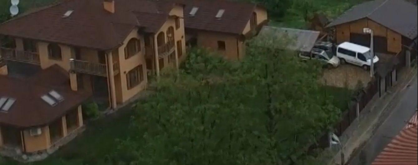 Шикарні палаци й тенісні корти. Як живуть голови елітних сіл на Київщині