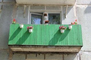 У Києві почали штрафувати за агітаційні плакати на балконах