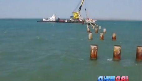 Когда оккупационная власть обещает крымчанам мост в Россию