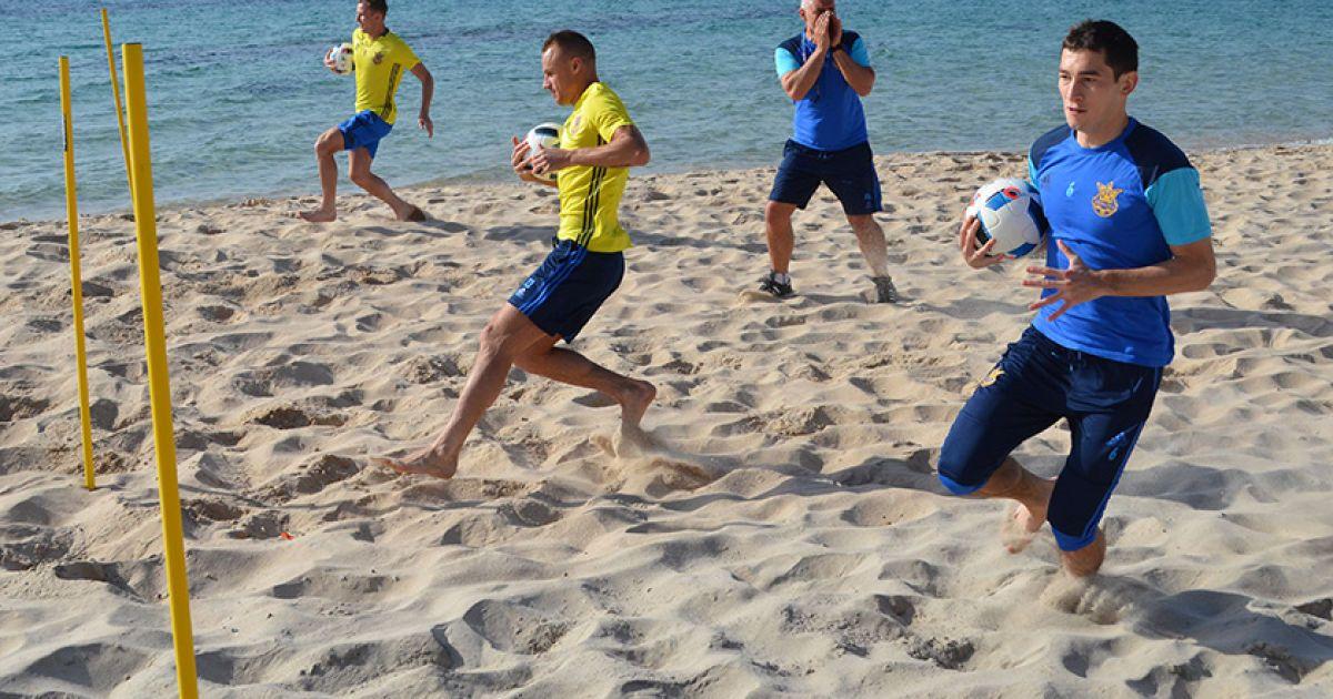 Збірна готується до Євро на Сардинії.