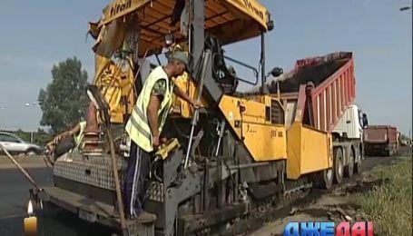 В столице с помощью билбордов сообщают о ремонте на дороге