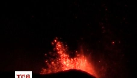 Найвищий вулкан в Європі знову проснувся