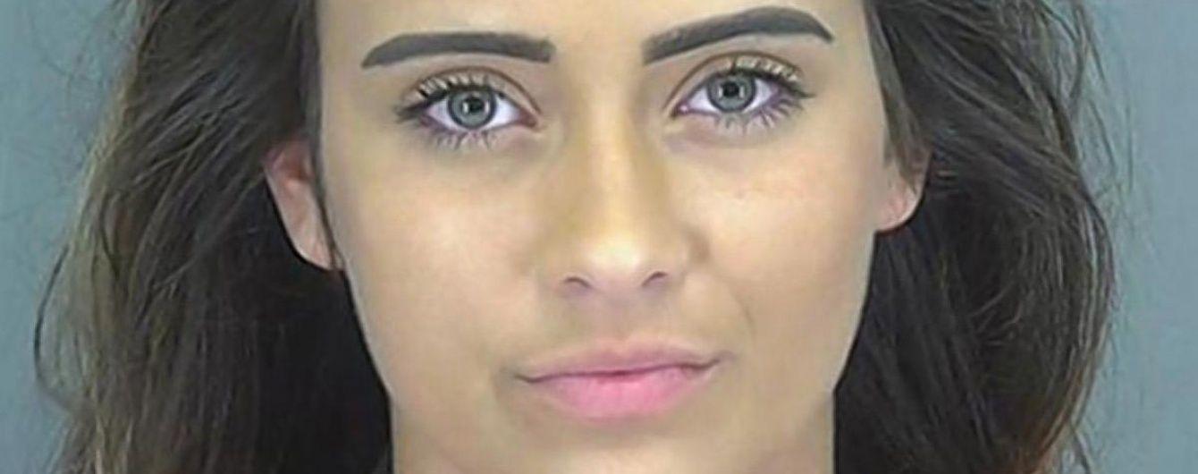 У США підліткову королеву краси заарештували за підробки записок від лікаря