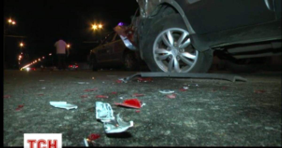 """В Киеве """"бешеная"""" Toyota устроила тройную аварию с полицейским авто"""
