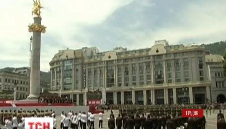 В Грузии грандиозным военным парадом отметили День независимости