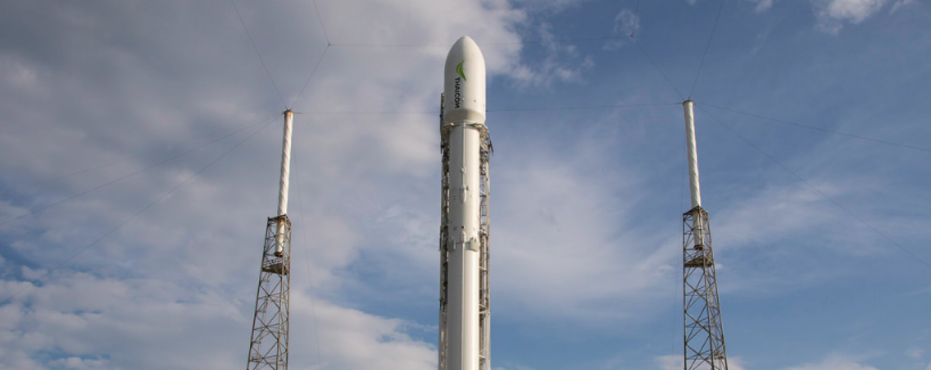 Перша ступінь Falcon 9 жорстко приземлилася на плавучу платформу в океані