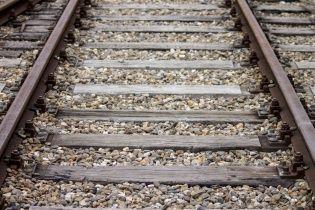 У Києві потяг збив на смерть молодого чоловіка
