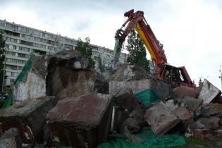 Попытка №4: в Киеве наконец-то снесли памятник чекистам