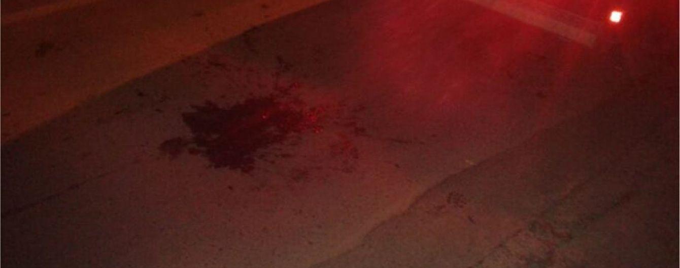 У Львові 16 молодиків влаштували бійку з перехожими і порізали двох чоловіків