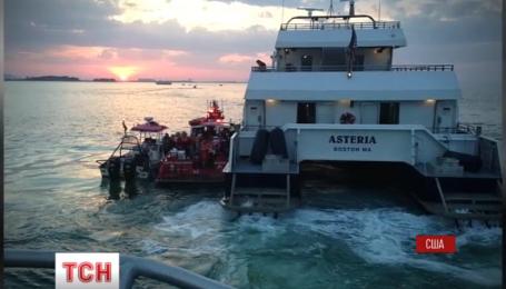 Більше сотні людей успішно евакуювали зі святкового катера у штаті Массачусетс