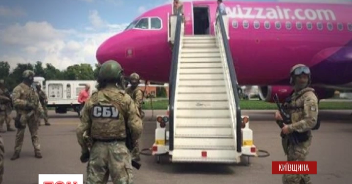 """Сообщение о """"заминировании"""" самолета оказалось шуткой пьяного пассажира"""