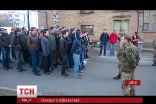 У Києві призовник викинувся з вікна третього поверху військкомату