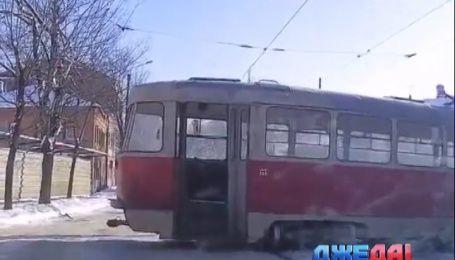 Почему харьковские трамваи постоянно слетают с рейсов