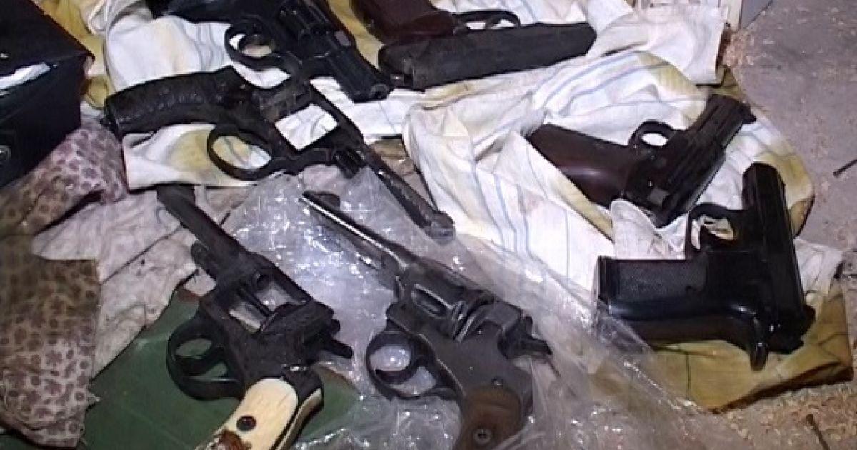 Владелец найденного в Киеве арсенала оружия повесился