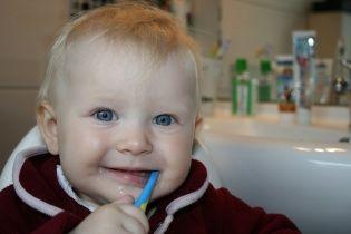 Учені знайшли спосіб лікувати зуби без пломб