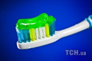 Очистка обуви и борьба с прыщами: неожиданные возможности зубной пасты. Инфографика