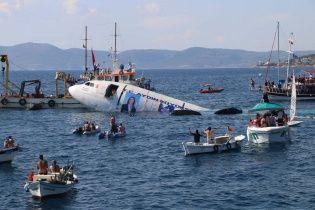 З'явилося відео, як у Туреччині на втіху туристам затопили літак
