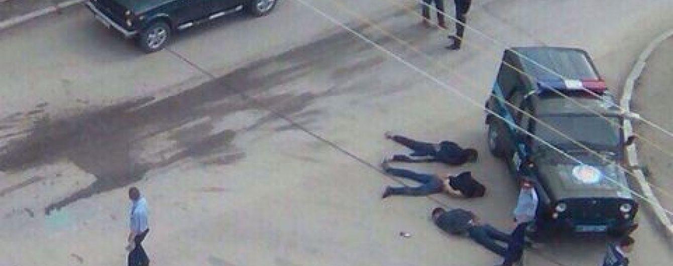 У Казахстані нападники, яких досі розшукують за теракт в Актобе, обстріляли охорону піонертабору