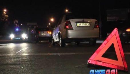 В столице  под колеса машин бросился полуобнаженный мужчина