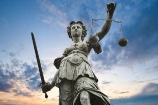 У Рівному суд відправив за ґрати батька через проломлений череп півторамісячної доньки