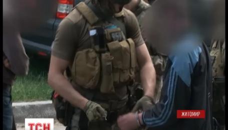 В Житомире работники СБУ задержали 3 полицейских, которые продавали наркотики