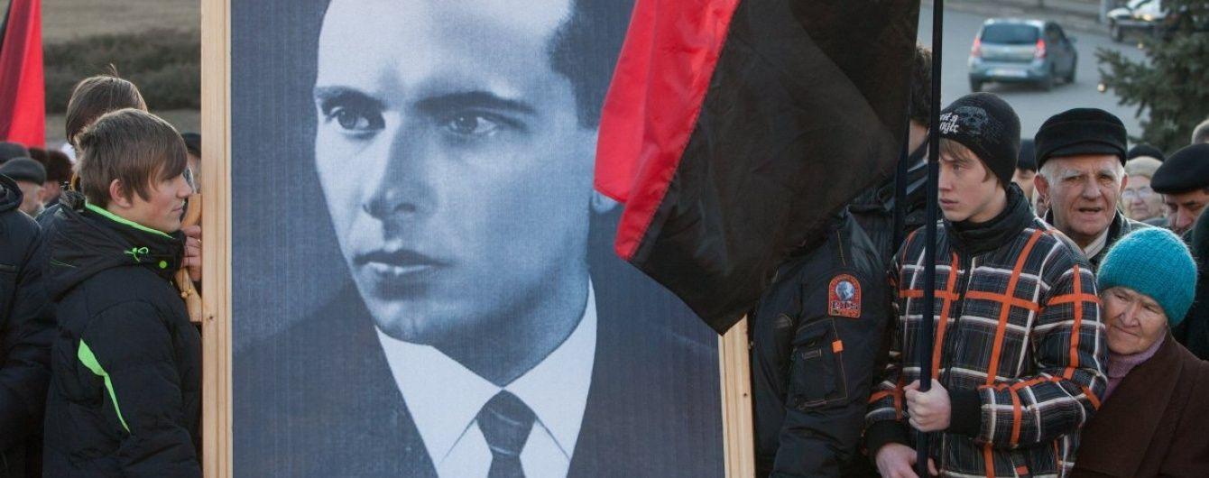 У Вятровича предлагают создать украинский нацпантеон после надругательства над могилой Бандеры