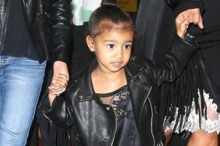 Малышка с черной помадой на губах: дочь Ким Кардашьян на детском празднике