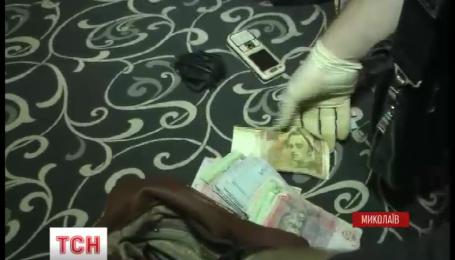 Полиция Николаева задержала супругов, которые год заставляли мужчину попрошайничать