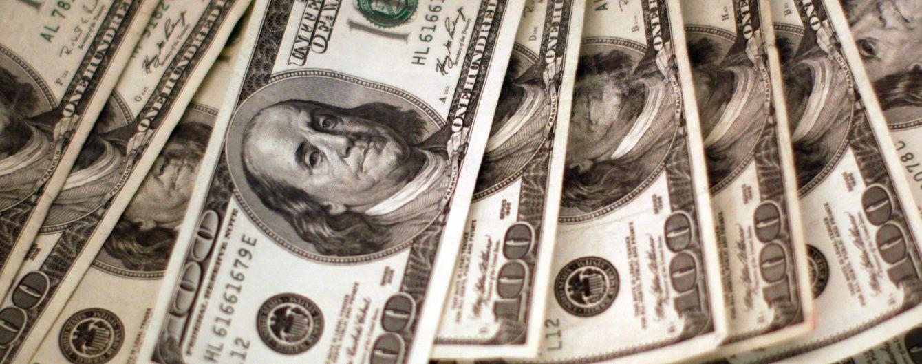 Доллар подешевел, а евро подорожал в курсах Нацбанка. Инфографика