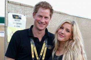 Новая любовь: принца Гарри застукали в объятиях известной блондинки