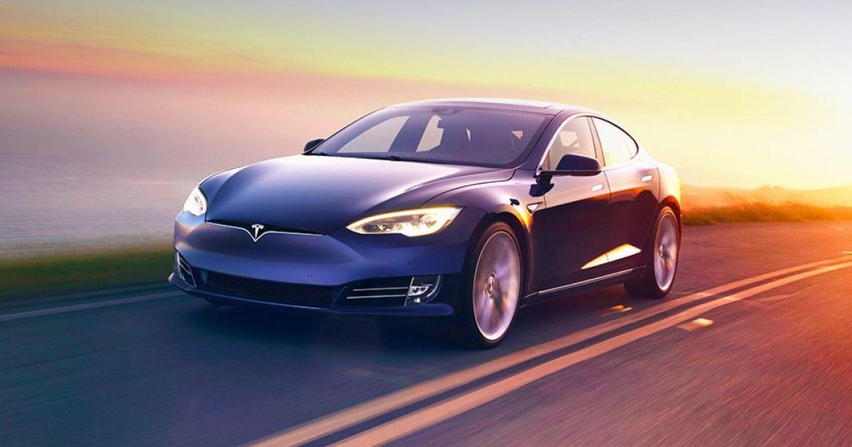 """Tesla показала нові """"бюджетні"""" моделі електрокара"""