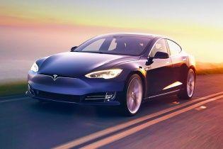 Прихильники Tesla. Одеська родина депутата і митника скуповує елітні автомобілі