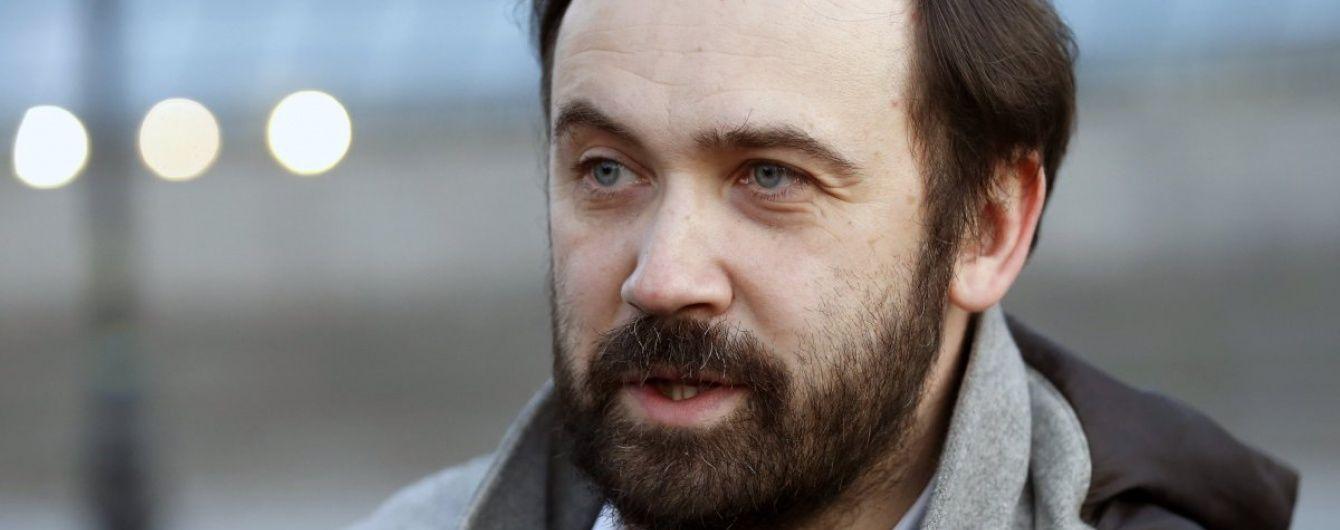 Депутат, який голосував проти анексії Криму, отримав посвідку для проживання в Україні