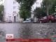 Раптова злива у столиці паралізувала рух транспорту