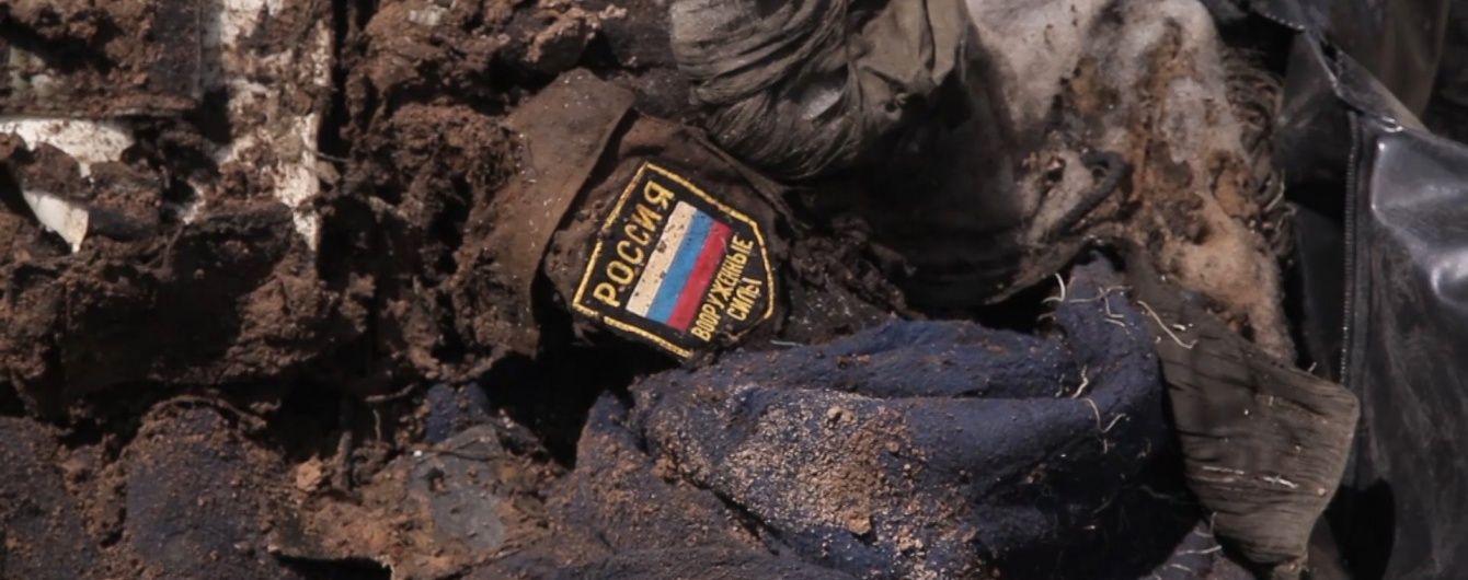 На Луганщині знайшли тіла двох загиблих з шевроном Росії
