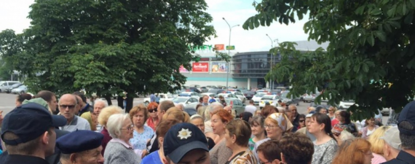 В Одесі натовп пенсіонерів протестує проти перейменування проспекту Жукова