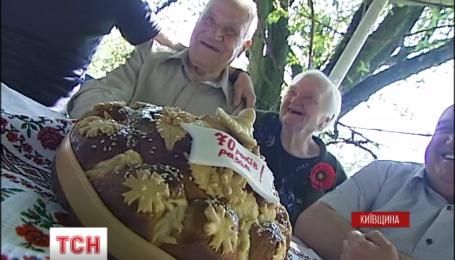 Супружество Срюбков из Киевской области отмечает благодатную свадьбу