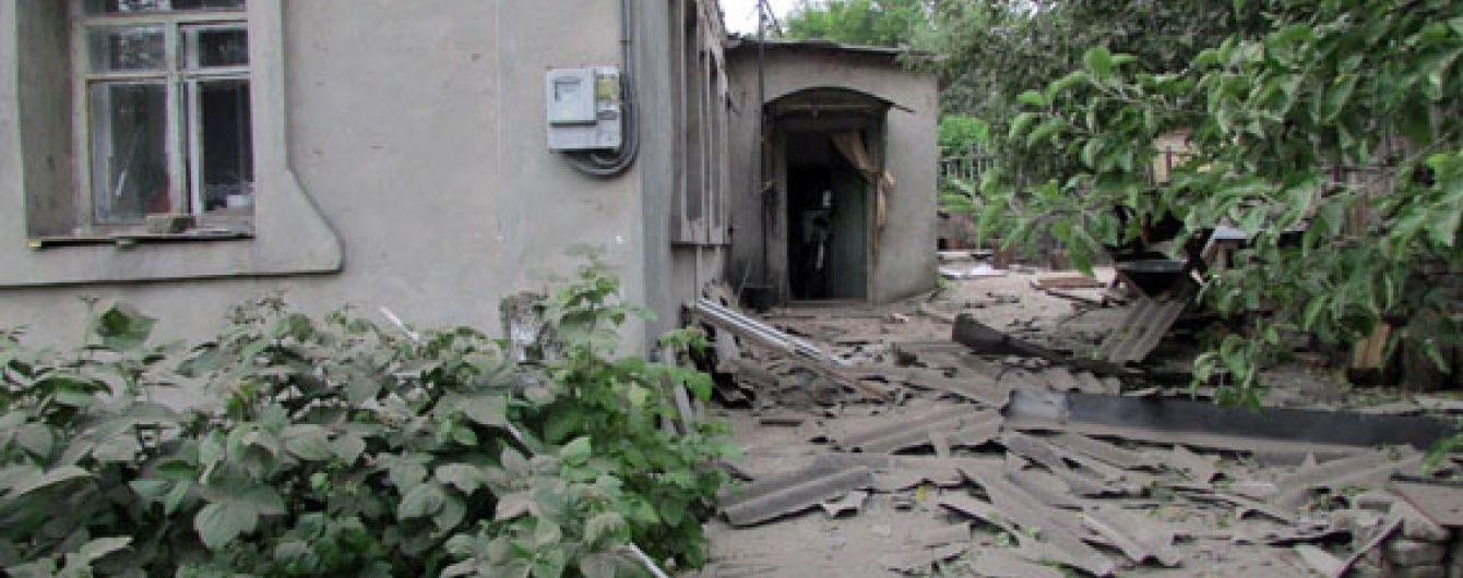 Бойовики важко поранили 77-річну пенсіонерку під час обстрілу Мар'їнки