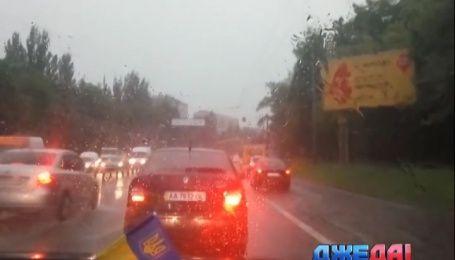 Киевские улицы превратились в полноводные реки