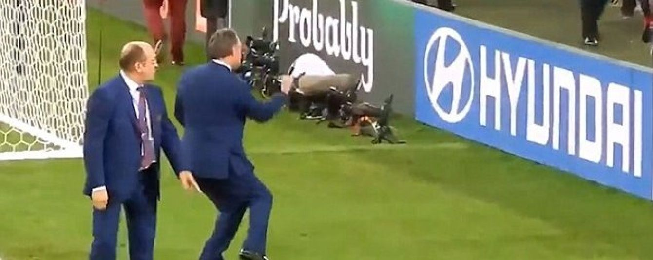 СМИ показали видео, как министр спорта России поддерживал фанатов во время столкновений с англичанами