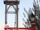 У Житомирі рятувальники та родичі більше години вмовляли чоловіка злізти з опори підвісного мосту