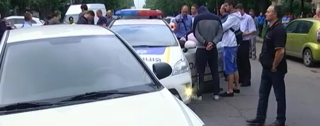 В Одесі з погонею та стріляниною затримали двох патрульних-хабарників