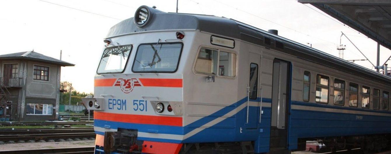 Через нестачу постільної білизни із Києва затримали п'ять потягів