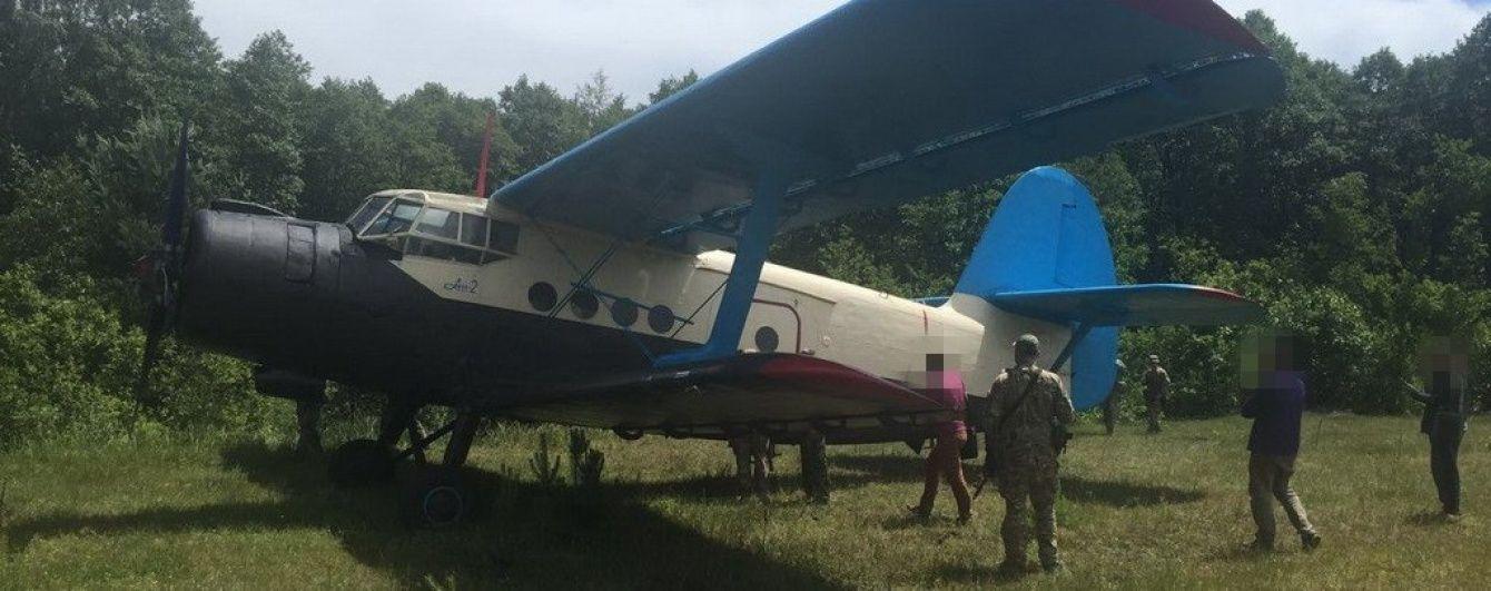 На Волині СБУ вилучила літак, яким здійснювалася контрабанда бурштину та зброї до ЄС